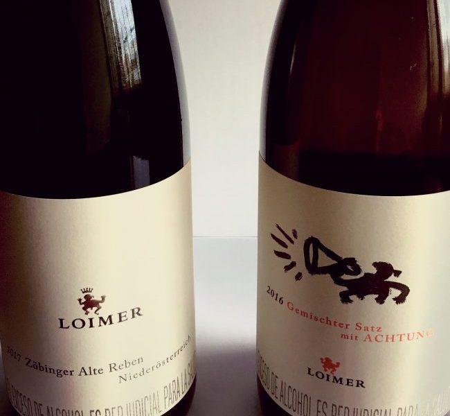 Fig. 3. Estos son los dos vinos de Gemischter Satz de Fred Loimer en Colombia. Son también los primeros de su género en el país. El de la izquierda, Zöbinger, es un vino blanco con potencial de guarda y le de la derecha, Gemischter Satz mit Achtung es un vino natura-naranja. Foto del archivo de Vinicultura.
